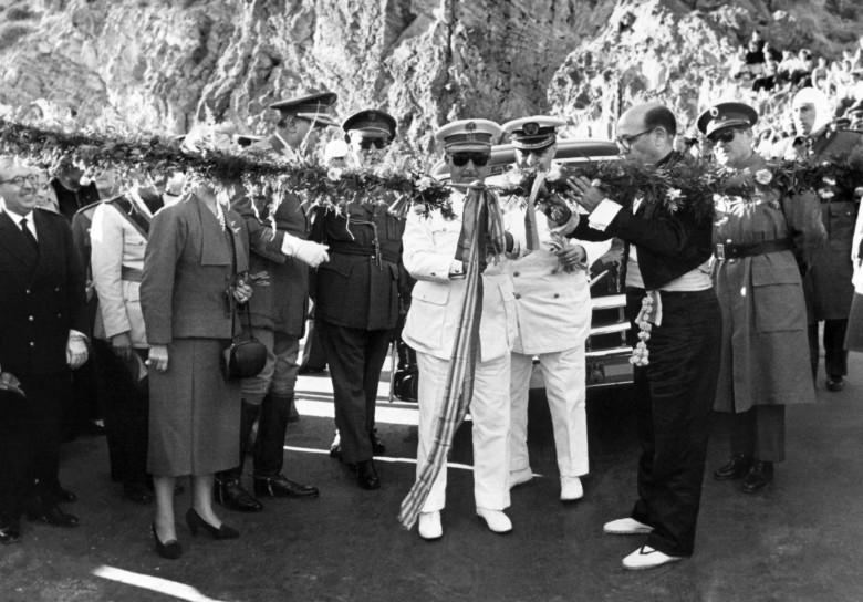 1954.10.09-El-jefe-del-Estado-general-Francisco-Franco-corta-la-cinta-de-inauguración-del-puerto-de-Contreras-FOTO-EFE-1834x1280.jpg