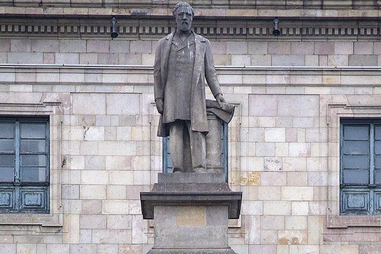 esclaus_lopez_monument