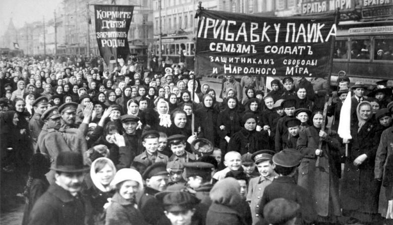 La manifestación en Petrogrado por el Día Internacional de la Mujer