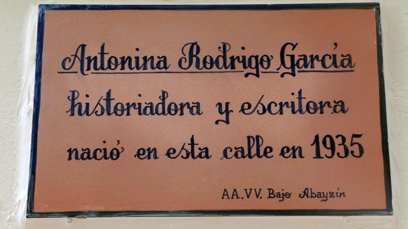 Antonina-Rodrigo-placa