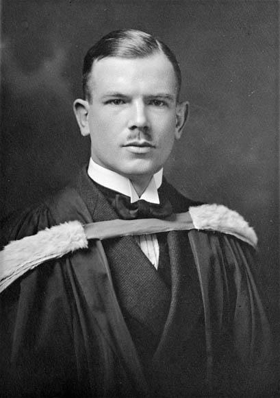 Norman_Bethune_graduation_1922