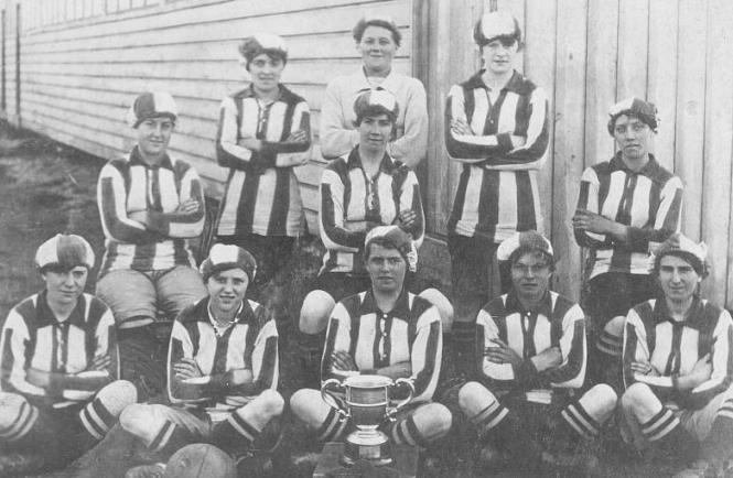 Blyth Spartan Ladies F.C. fue uno de los pocos equipos no ligados directamente a una fábrica, además de ser las campeonas de la primera competición de fútbol femenina en 1918. Fuente: www.donmouth.co.uk