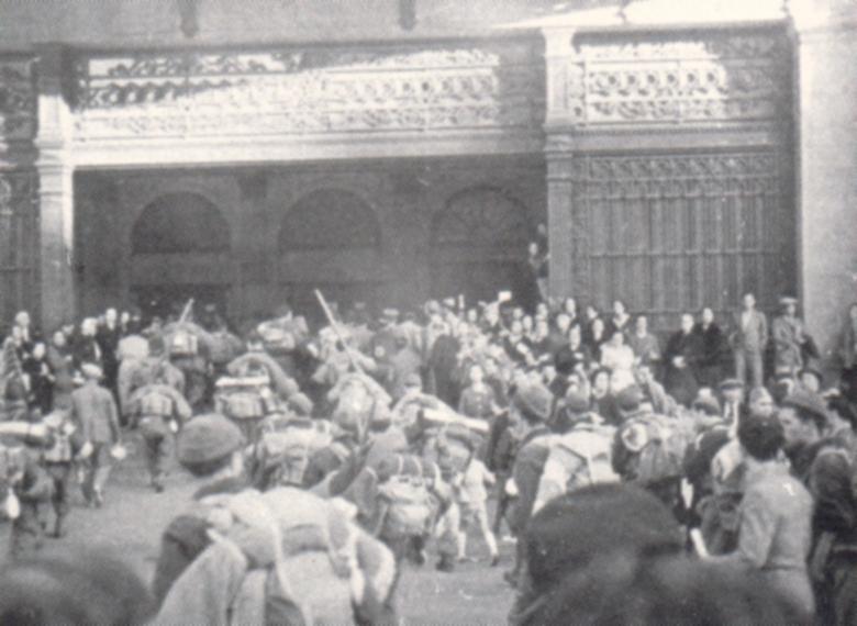 15 Salida del Regimiento Pirenaico desde la estación de Francia en Barcelona